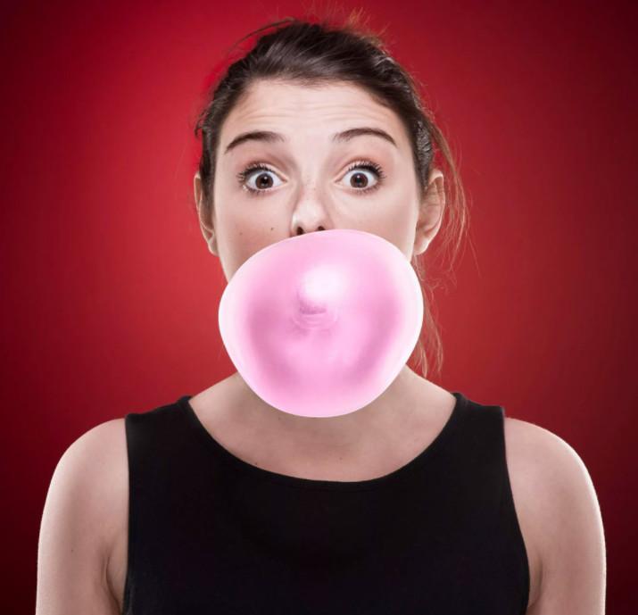 как надуть пузырь из жвачки ртом